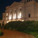 HTC One mit Blitz: Das Rathaus Altona bei Nacht sieht dagegen deutlich besser aus. (Bild: netzwelt)