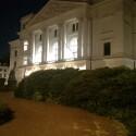HTC One ohne Blitz: Auch ohne Blitz erzeugt das HTC One noch ein brauchbares Bild vom Rathaus bei Nacht. (Bild: netzwelt)