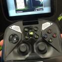Zwei Lautsprecher, Knöpfe und D-Pad ermöglichen neben dem Touchscreen die Steuerung. Der rechte Analog-Stick lässt sich zudem als Maus verwenden. (Bild: netzwelt)