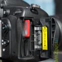 Gleich zwei SD-Speicherkarten finden platz in der Nikon D600. Nikon hält drei Mosi bereit: Reserve, Sicherung und die Möglichkeit JPG und RAW auf verschiedenen Karten zu speichern. (Bild: netzwelt)