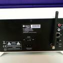 Auf der Rückseite des Raumfeld One befinden sich ein Cinch-Stereoeingang, LAN-Port und eine USB-Host-Buchse. Auch im Bild zu sehen: die WLAN-Antenne. (Bild: Netzwelt)