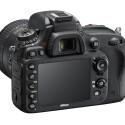 Das Display misst nun 3,2 Zoll und bietet eine Auflösung von 921.000 Bildpunkten. (Bild: Nikon)