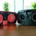 Die Abdeckung der Lautsprecher lässt sich leicht entfernen und ist in mehreren Farben erhältlich. (Bild: netzwelt)