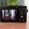 Die RX1R verfügt über keinen elektronischen oder optischen Sucher. Beide sind nur als Sonderzubehör erhältlich. Daher dient das 3-Zoll-Display im Liveview-Betrieb als Sucher - typisch Kompaktkamera. (Bild: netzwelt)