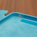 Im Inneren darf sich das dünne Tablet über einen samtartigen Bezug freuen. (Bild: netzwelt)