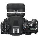 Die Nikon Df verfügt über zahlreiche Einstellräder und Taster. So lässt sich beispielsweise die Lichtempfindlichkeit über ein Drehrad einstellen. (Bild: Nikon)