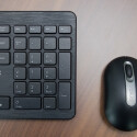 Nett gemeinte Zugaben, aber von der Qualität her nicht für den Dauereinsatz zu gebrauchen: Tastatur und Maus. (Bild: netzwelt)