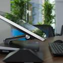 Das Verstellen des Display-Winkels geht mit einer deutlich wahrnehmbaren Geräuschkulisse einher. (Bild: netzwelt)