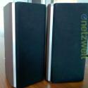 Bei den A9 handelt es sich um ein Boxenpaar. Auffallend: die Kunststoff-Rückseite in Furnierholz-Optik. (Bild: netzwelt)
