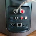 Optisch-digitaler und koaxialer Eingang auf der Rückseite, Cinch-Eingang, Ethernet-Port, Klinkeneingang, WLAN-Taste zur Einbindung der Boxen ins Heimnetzwerk. (Bild: netzwelt)