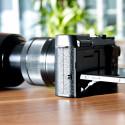 Zusammen mit dem Fujinon XC 16-50mm F3,5-5,6 OIS wiegt die Kamera 496 Gramm. (Bild: netzwelt)
