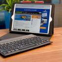 Die Besonderheit am KeyFolio Pro ist die abnehmbare, per Magnet gesicherte Tastatur. (Bild: netzwelt)
