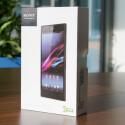 Bereits die Verpackung des Xperia Z Ultra erinnert von der Größe her an ein Tablet. (Bild: netzwelt)