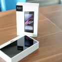Ganz oben in der Schachtel liegt das XXL-Smartphone. (Bild: netzwelt)