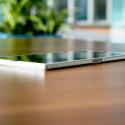 Das Xperia Z Ultra ist mit 6,5 Millimetern äußerst dünn, sogar dünner als das iPhone 5s. (Bild: netzwelt)