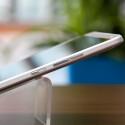 An der rechten Seite weist das HTC One Max den Power-Button und die Lautstärketasten auf. (Bild: netzwelt)