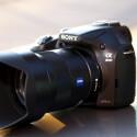 Das Objektiv macht das Bild. Mit der richtigen Linse liefert die Alpha 3000 hervorragende Ergebnisse. Hier im Bild das FE 55mm F1,8 für knapp 1.000 Euro. (Bild: netzwelt)
