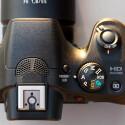 Die Bedienelemente sind rar, aber funktional angeordnet. So lässt sich die Kamera auch vollkommen manuell bedienen. (Bild: netzwelt)