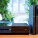 Im Gegensatz zur Xbox One darf die PlayStation 4 auch aufrecht stehen. (Bild: netzwelt)