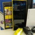 Der Lieferumfang des Nokia Lumia 1520. (Bild: netzwelt)