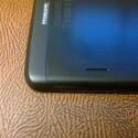 Die Stereolautsprecher auf der Rückseite sind logisch positioniert, klingen aber nicht berauschend. (Bild: netzwelt)