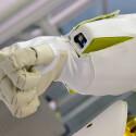Am ganzen Körper ist der Roboter mit Stoff bedeckt. (Bild: IEEE Spectrum)