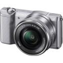 Die Sony Alpha 5000 (ILCE-5000) ist mit einem 20,1-Megapixel-APS-C-Sensor ausgestattet. (Bild: Sony)