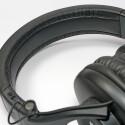 Die üppigen Bügelpolster des SRH440 erscheinen beim Tragen nicht so weich wie sie aussehen, drücken aber nicht. (Bild: H.-J. Kruppa)
