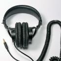 MDR 7506 – das Kabel zur Hörmuschel kann beim Auf- und Absetzen stören. (Bild: H.-J. Kruppa)