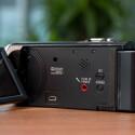 Großer Pluspunkt: Der Sony-Camcorder besitzt einen Anschluss für ein externes Mikrofon. (Bild: netzwelt)