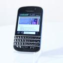 Das QWERTZ-Smartphone BlackBerry Q10 kam Mitte 2013 auf den Markt und bringt seinem Besitzer aktuell noch knapp 242 Euro. (Bild: netzwelt)