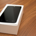Öffnet der Nutzer den Karton, erblickt er direkt das ZTE Grand S Flex. (Bild: netzwelt)