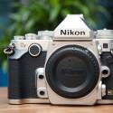 Die Nikon Df besitzt ein massives Design, wiegt allerdings nur 760 Gramm inklusive Akku und Speicherkarte. Zum Vergleich: Die Vollformat DSLR D610 wiegt circa 850 Gramm. (Bild: netzwelt)
