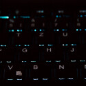 Die Tasten sind hintergrundbeleuchtet. Sieben Farbtöne lassen sich auswählen. (Bild: netzwelt)