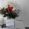 Im Lieferumfang des Teststraußes waren neben dem Kuschelbären noch eine Vase und eine kostenfreie Grußkarte enthalten. (Bild: netzwelt)