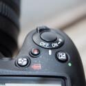 Gegenüber dem Vorgänger hat Nikon die Bedienung an vielen Stellen verbessert. So ist etwa der Videoaufnahmeknopf nun an die Oberseite neben dem Auslöser gerutscht. (Bild: netzwelt)