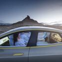 Das Auto findet den Weg in Zukunft wohl alleine. Die Besatzung kann sich daher auf der Langstrecke entspannt zurücklegen. (Bild: Rinspeed)