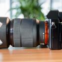 Die Alpha 7 ist im Gegensatz zur großen Schwester Alpha 7R auch im Kit mit einem 24-70mm-Zoomobjektiv erhältlich. (Bild: netzwelt)