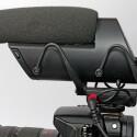 Der aufwändige Lyre-Schockabsorber mit gebogenen Gummidämpfern soll Körperschall zuverlässig reduzieren. Auf der linken Seite befindet sich (mit rotem Ring gekennzeichnet) ein optionaler Ausgang für die Kamera. (Bild: H-J. Kruppa)