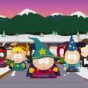 """Zaubererkönig Cartman (Mitte) kämpft mit seinen Rittern gegen die Horde der Dunkelelfen um den """"Stab der Wahrheit"""". Dass Ritter und Dunkelelfen natürlich verkleidete Grundschüler sind und der """"Stab der Wahrheit"""" nur ein schlichter Holzknüppel ist, das tut der Spannung keinen Abbruch. (Bild: Ubisoft)"""