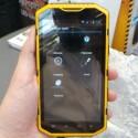 Der Hersteller verzichtet auf eine eigene Android-Nutzeroberfläche, stattet das Smartphone aber mit Apps für den Outdoor-Einsatz aus. (Bild: netzwelt)