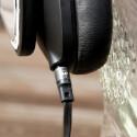 ...trägt auch zu einer guten Abschirmung bei. Das Kabel ist abnehmbar und lässt sich sowohl links als auch rechts einklinken. (Bild: netzwelt)