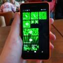 Das Lumia 630 bietet einen 4,5-Zoll-Display mit einer Auflösung von 854 x 480 Pixeln. (Bild: netzwelt)