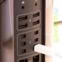 Die Anschlussleiste auf der Rückseite ist beleuchtet - das erleichtert die Arbeit ungemein. (Bild: netzwelt)
