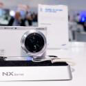 Die Samsung NX Mini ist derzeit die kleinste Systemkameras und erinnert eher an eine Kompaktkamera. (Bild: netzwelt)