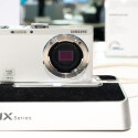 Samsung macht es Nikon nach und setzt auf einen 1-Zoll-Sensor in einer Systemkamera, jedoch zum wesentlich günstigeren Preis. (Bild: netzwelt)
