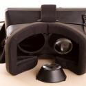 Wir haben eine Linse entnommen, um zu sehen, wie es dahinter aussieht. Bei näherer Betrachtung tut uns die Oculus Rift irgendwie leid. Sieht sie nicht traurig aus? (Bild: netzwelt)