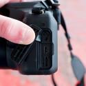 Die Einsteiger-DSLR verfügt über einen HDMI-Ausgang und einen USB-Anschluss. Zudem kann ein Fernauslöser angeschlossen werden. (Bild: netzwelt)
