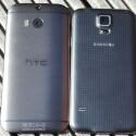 Das Galaxy S5 (rechts) bietet eine 16-Megapixel-Kamera auf der Rückseite, die Duo Camera des M8 (links) löst mit vier Megapixeln auf. (Bild: netzwelt)