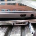 An der Unterseite weist das S5 (unten) einen microUSB 3.0-Anschluss auf, beim M8 findet der Nutzer hier einen microUSB 2.0- sowie einen Kopfhöreranschluss. (Bild: netzwelt)